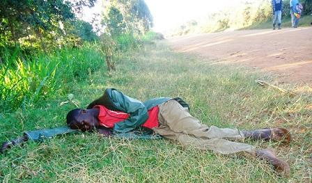 even-as-the-operation-against-illicit-brews-went-on-this-drunkard-was-too-intoxicated-to-notice-what-was-happening333